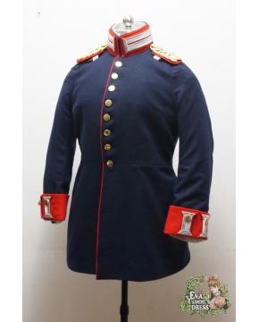 Service Uniform for Gardes Officers 较罕见的女款